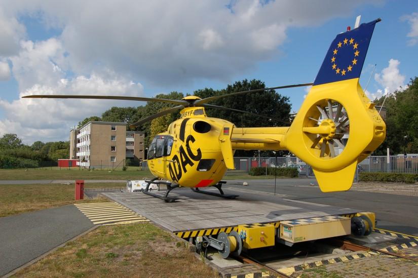 Im September 2012 steht die neue EC 135 P2 mit dem Kenner D-HBYF an ihrer Homebase am LDK und wartet auf den nächsten Einsatz