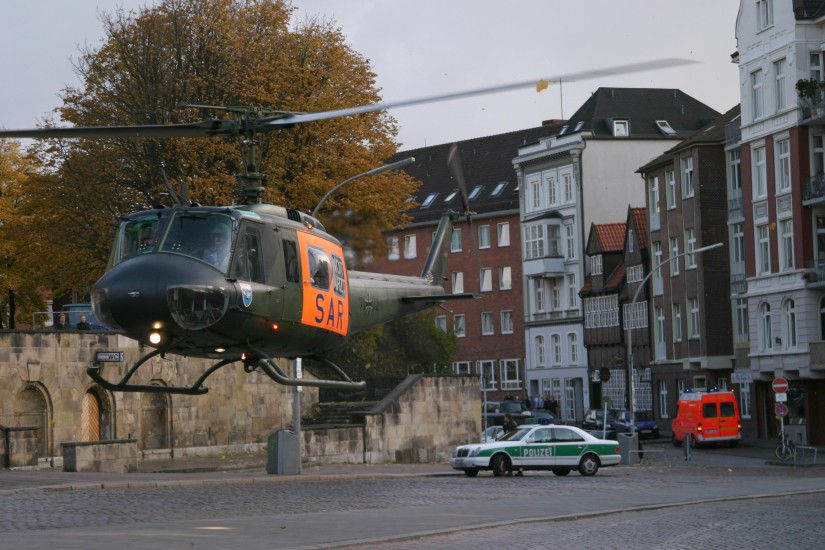 """Die Polizei – dein Freund und Helfer: deshalb stellten Landungen in der Hamburger Innenstadt für die Piloten des """"SAR Hamburg 71"""" selten ein Problem dar, ..."""