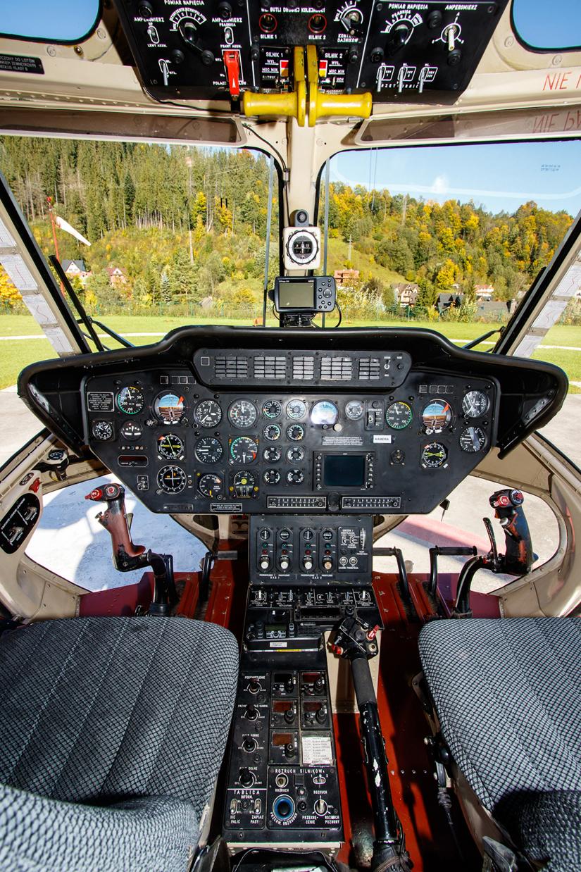 """Blick in den """"Uhrenladen"""" der Sokoł (gemeint sind damit die analogen Instrumente im Cockpit)"""