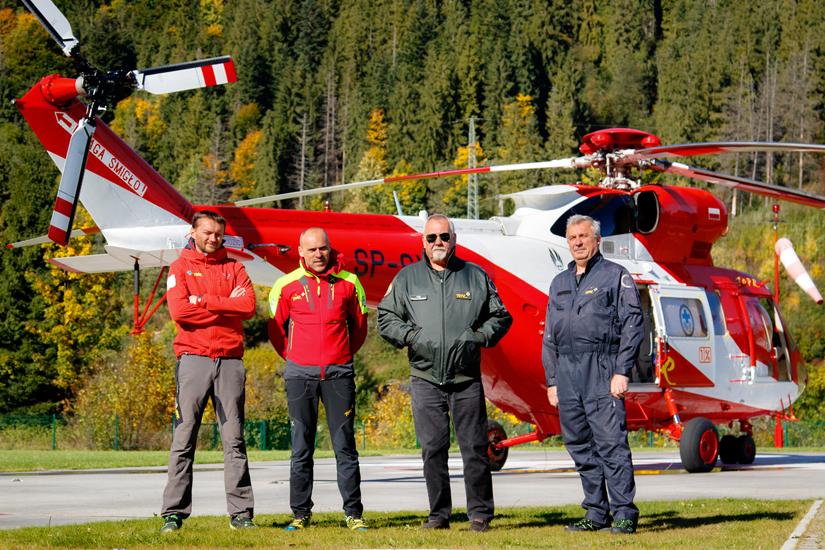 Die vier Funktionen im Team: Bergretter, Einsatzleiter, Pilot und Mechaniker (v.l.n.r.)
