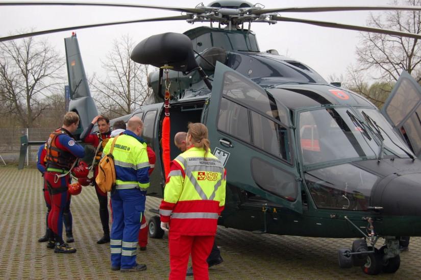 Anlässlich einer Wasserrettungsübung im April 2008 kam auch die EC 155 der BPOL-Fliegerstaffel Fuldatal zum Einsatz