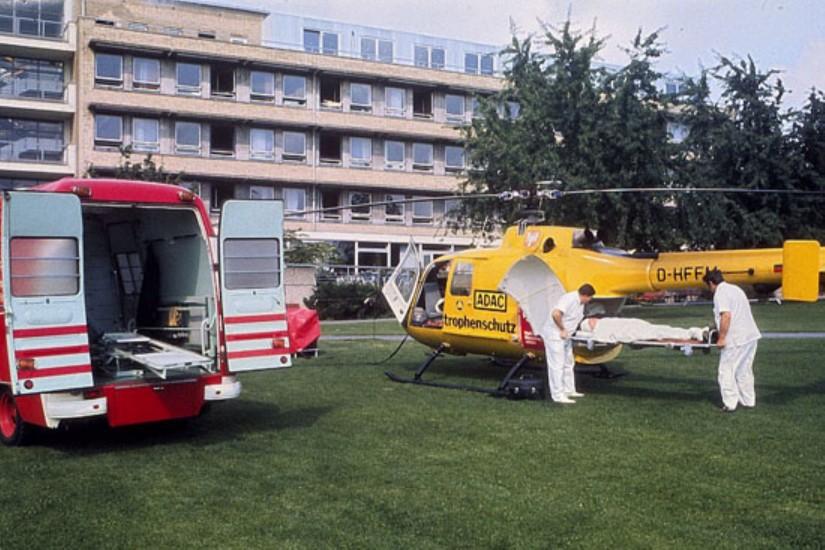 Frühe Aufnahme von 'Christoph 2' im Patientengarten der BGU Frankfurt am Main