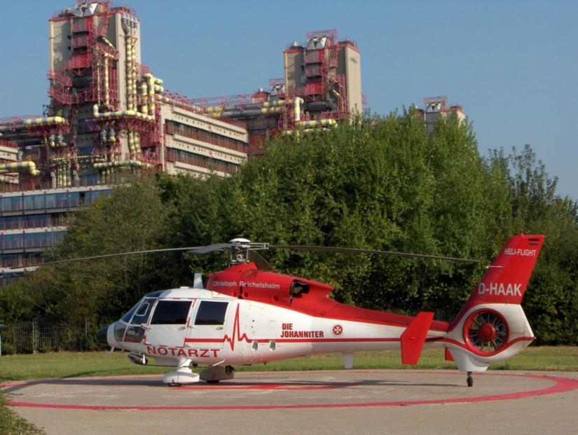 """Im September 2005 war die als """"Christoph Reichelsheim"""" bezeichnete SA 365 C3 am Uniklinikum Aachen zu sehen"""