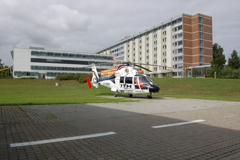 """Ab 2010 kam in Rostock eine AS 365 N2 """"Dauphin"""" zum Einsatz, die später gegen eine N3 ersetzt wurde"""