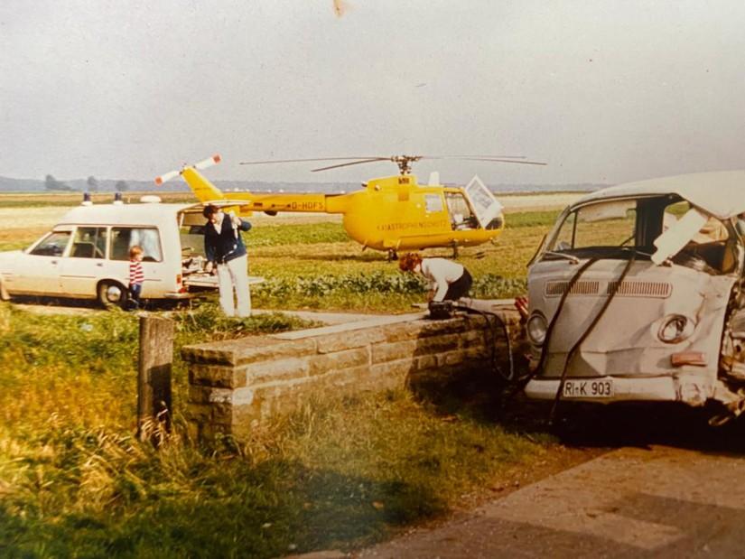 Bilder der Luftrettung aus den 1970er Jahren zeigen einerseits die erschreckenden Auswirkungen damaliger Verkehrsunfälle, aber auch den Fortschritt der Sicherheitstechnik