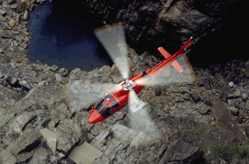 Einsatz in den Gebirgen und über Seen: die A109 mit Winde