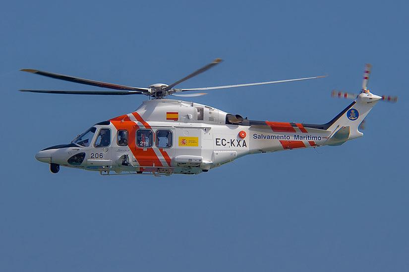 Ein spanischer SAR-Hubschrauber vom Typ AW 139 bei einer Übung 2009