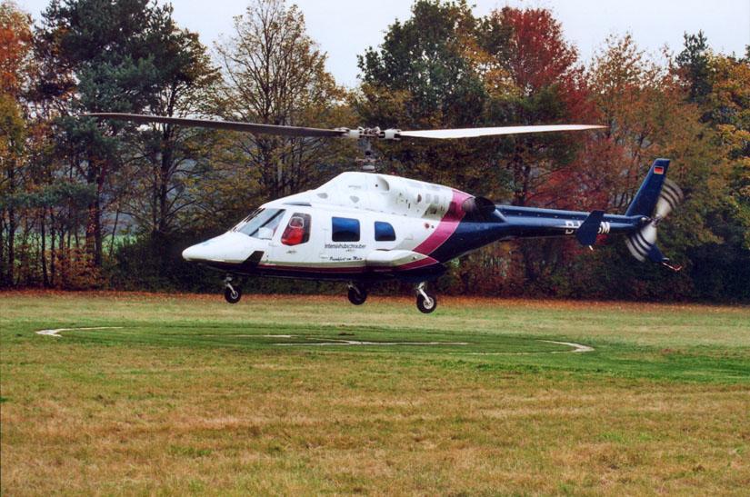 """Herbstlandung einer Bell 222 vom HSM (""""Heli Service Mitte"""")"""