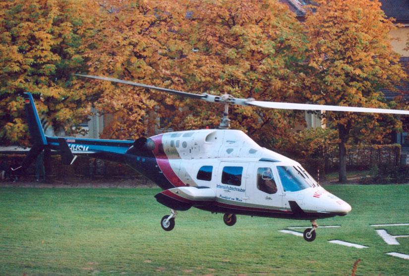 Recht groß: Die Bell 222 braucht viel Platz zum Landen und Starten
