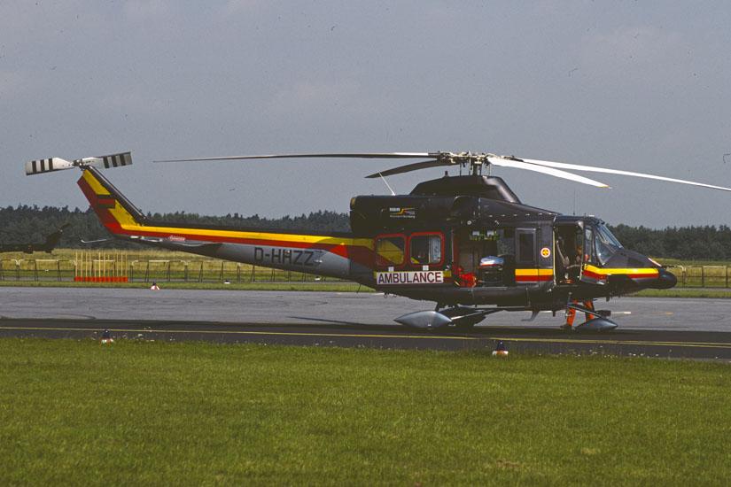 Bell 412 in der Variante mit Räderfahrwerk