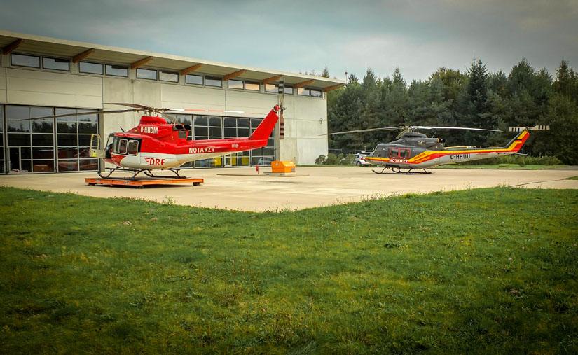 Bell 412 in unterschiedlichen Versionen und Lackierungen am HDM-Standort Bad Berka