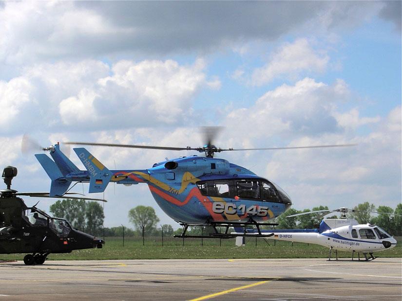 """Prototyp und Eurocopter-Vorführmodell """"D-HMBM"""" auf der ILA 2004 in Berlin"""
