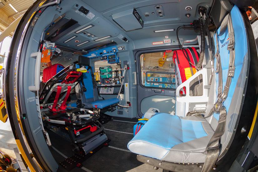 Drei individuell konfigurierbare Hauptmonitore zeigen den Piloten alle relevanten Informationen zu seinem Fluggerät