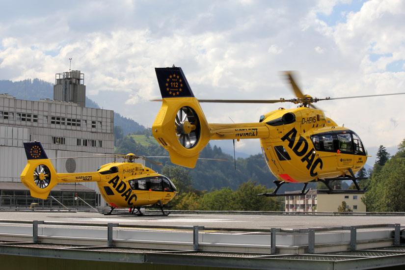 Zwei H145 am Klinikum Garmisch