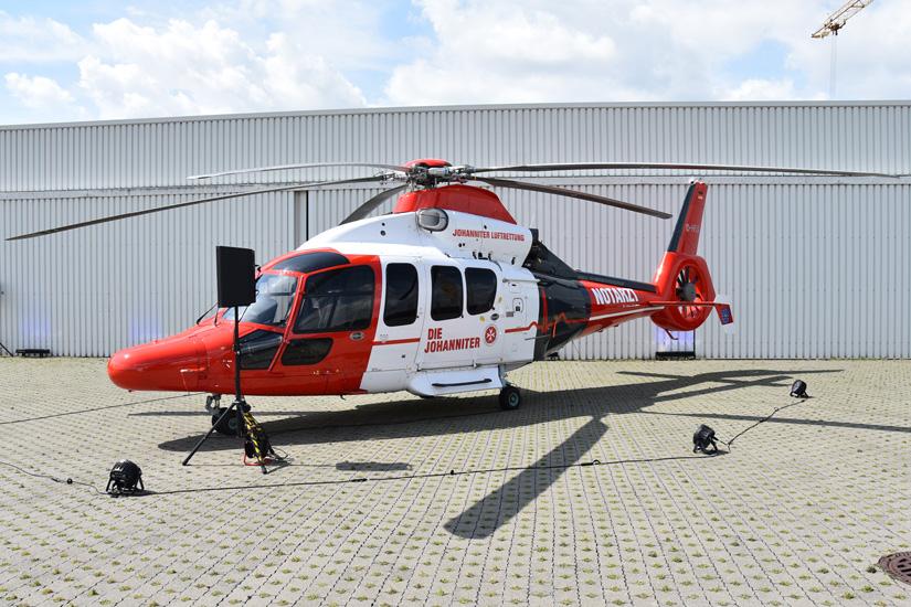 Unikat in der bundesdeutschen Luftrettung: Die erste EC 155 B1 der Johanniter Luftrettung während der ersten Präsentation bei der Heli-Flight GmbH & Co. KG, dem Luftfrachtführer der JLR, in Reichelsheim