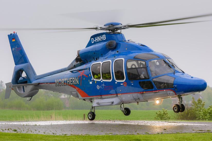 Take off: Die EC 155 B1 (neu: H155) wird als Offshore-RTH bereits seit mehreren Jahren im Werksrettungsdienst in der Nord- und Ostsee eingesetzt; hier Start am NHC-Firmensitz im ostfriesischen Emden
