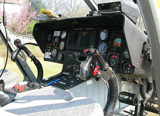 """Cockpit einer MD 900 """"Explorer"""""""