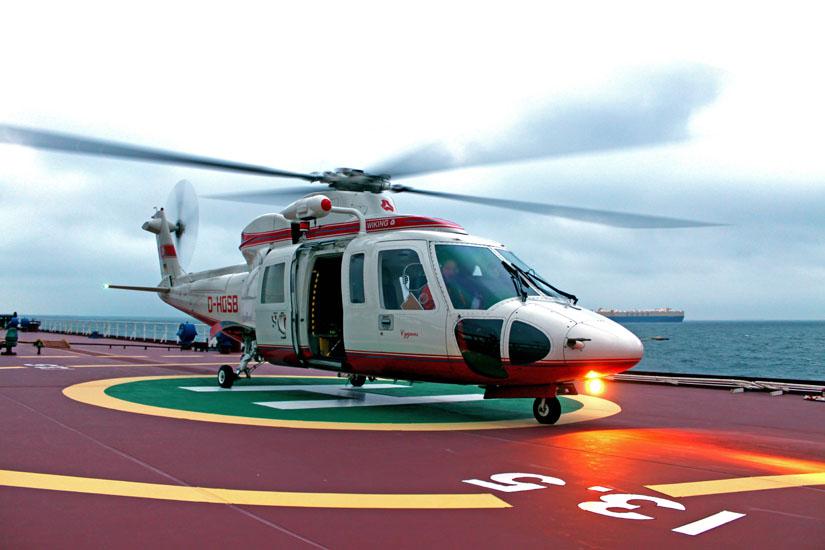 Eine S-76, die zum Aufnahmezeitpunkt noch für die Firma Wiking im Offshore-Einsatz stand