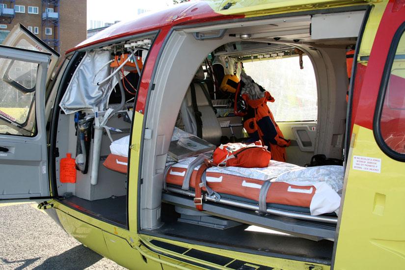 Inneneinrichtung der Kabine mit medizinischer Ausstattung, hier ein Exemplar in Nordnorwegen