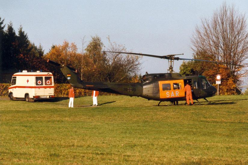 Überall in Deutschland war die Bell UH-1D in der Luftrettung aktiv, wie hier der damalige SAR Nürnberg 74 bei einem Einsatz