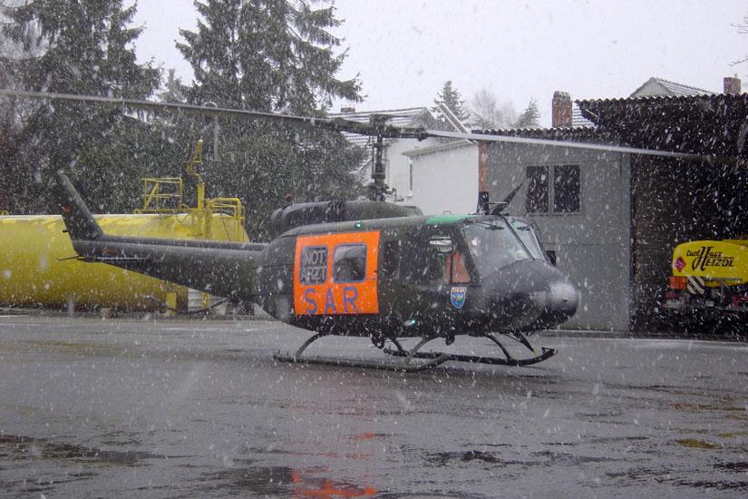 Trotz recht großer Außenabmessungen sind Landungen auf kleiner Fläche mit der UH-1D kein Problem