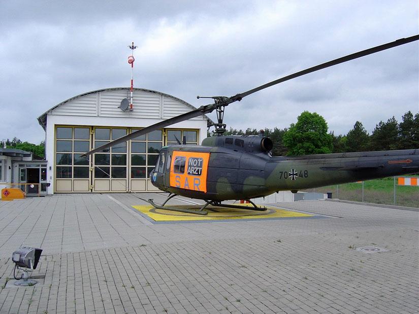 2006 gab die Luftwaffe das allerletzte verbliebene Bundeswehr-Rettungszentrum in Neustrelitz in zivile Hände – hier eine Archivaufnahme von 2004
